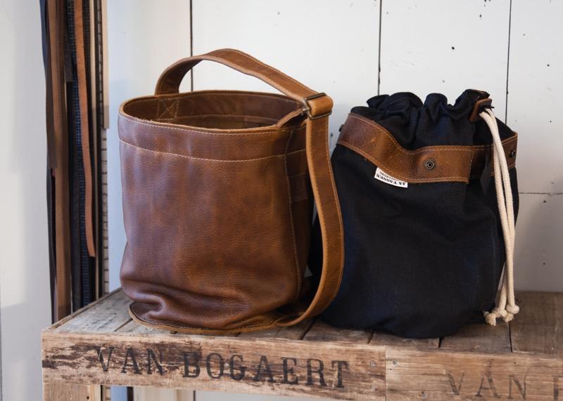 In deze winkel in middelburg is het ontwerpen van tassen nog een ambacht