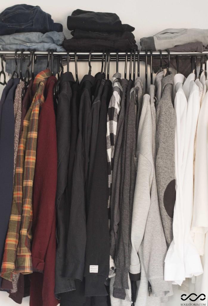 Het kledingrek voor de grote opruiming