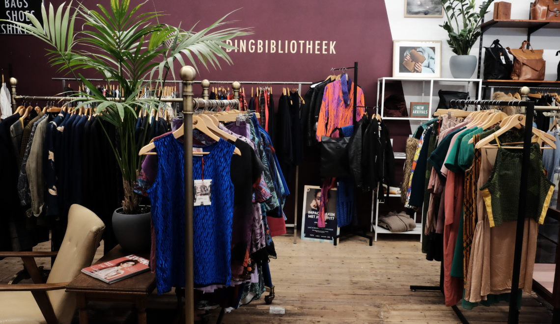 Bij deze winkel in Den Haag kun je kleding lenen én je tas laten repareren